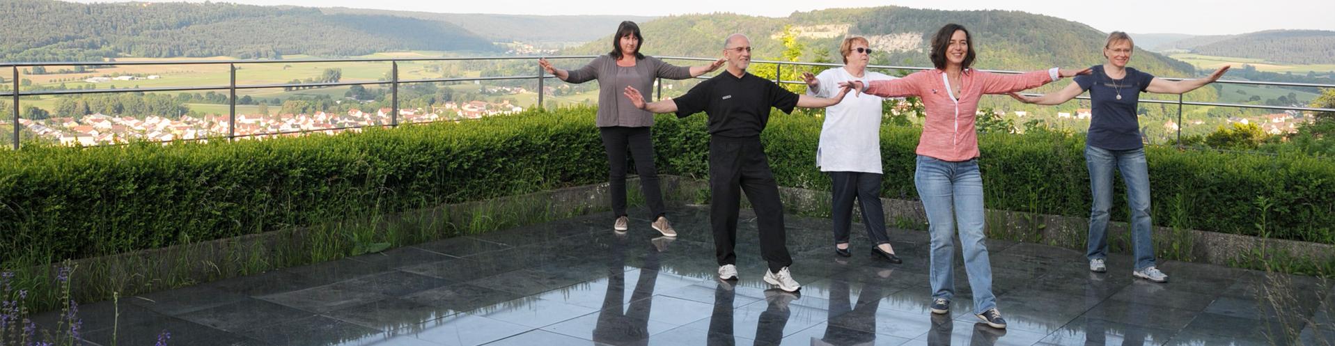Qigong Yangsheng hat viele positive Auswirkungen auf die körperliche und seelische Gesundheit. Unterricht in Augsburg bei Jeanne Graf de Vergara. www.qigong-in-augsburg.de